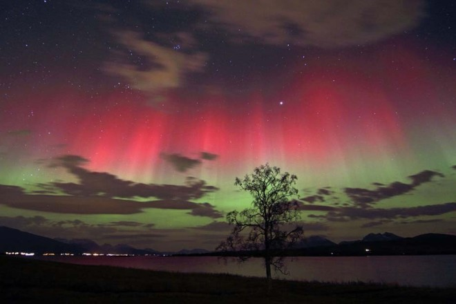 Red_and_green_auroras NZ (common wikimedia)